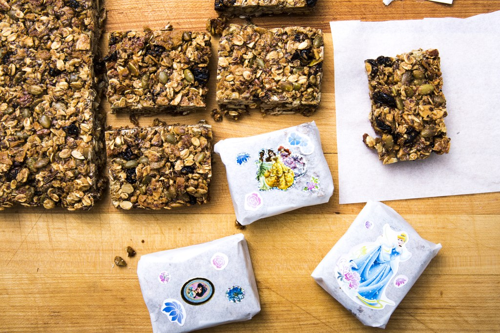단풍, Pecan, and Sour Cherry Granola Bars