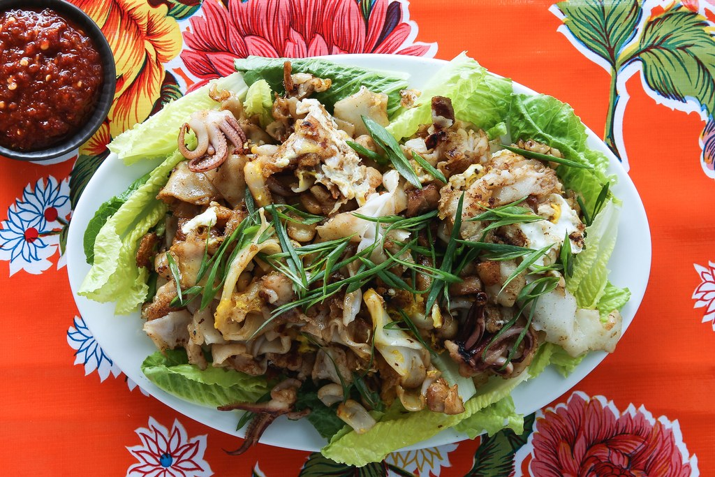 Wajan Goreng Rice Noodles with Chicken and Squid