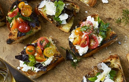 gegrilde-bread-with-ricotta-and-tomaten