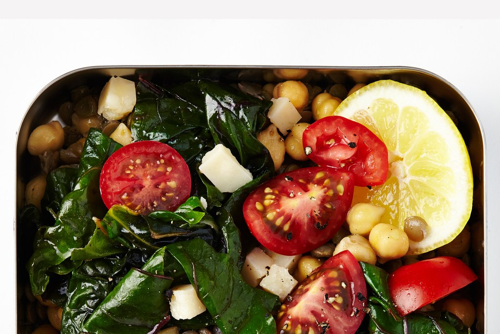 leća and Chickpeas with Greens