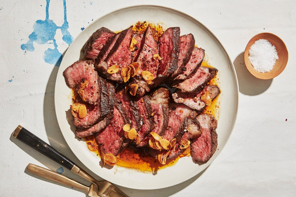 Biefstuk Short Ribs with Crispy Garlic and Chile Oil