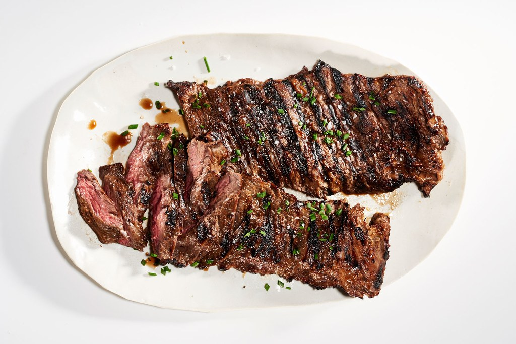 Zoet Onion–Marinated Skirt Steak