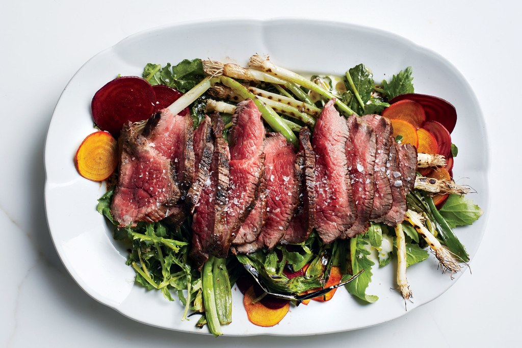 gegrild Steak Salad with Beets and Scallions