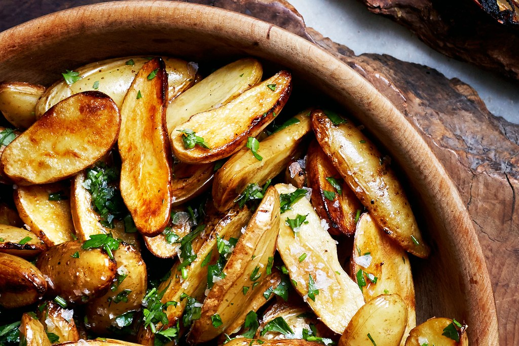 레몬 and Parsley Skillet-Roasted Fingerling Potatoes