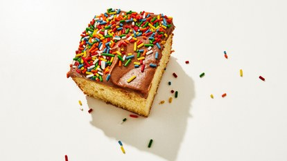 チョコレート sheet pan birthday cake slice