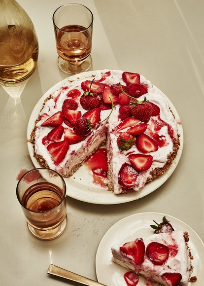 Kelapa Strawberry Ice Cream Pie 1