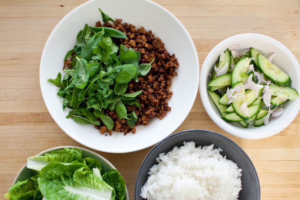 クリスピー Thai Pork with Cucumber Salad