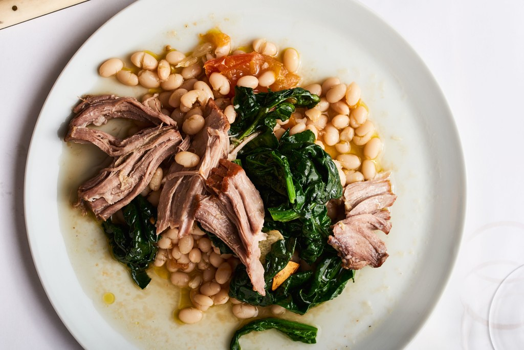 遅く調理された Pork Shoulder with Braised White Beans
