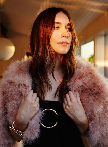 haim-extras-danielle close-up