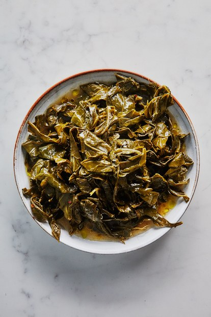 lėtas cooked collard greens in olive oil