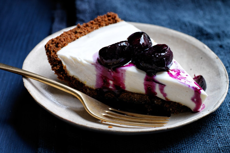 Jogurt Pie with Grape and Black-Pepper Compote