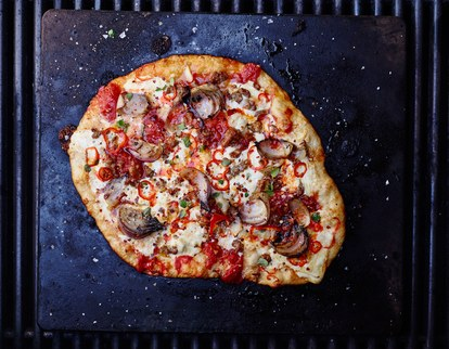 hot-italian-worst-grilled-pizza