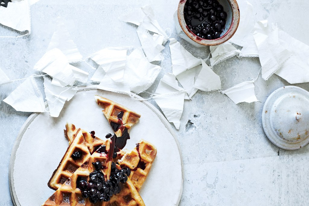 نشا الذرة Waffles with Currant-Maple Sauce