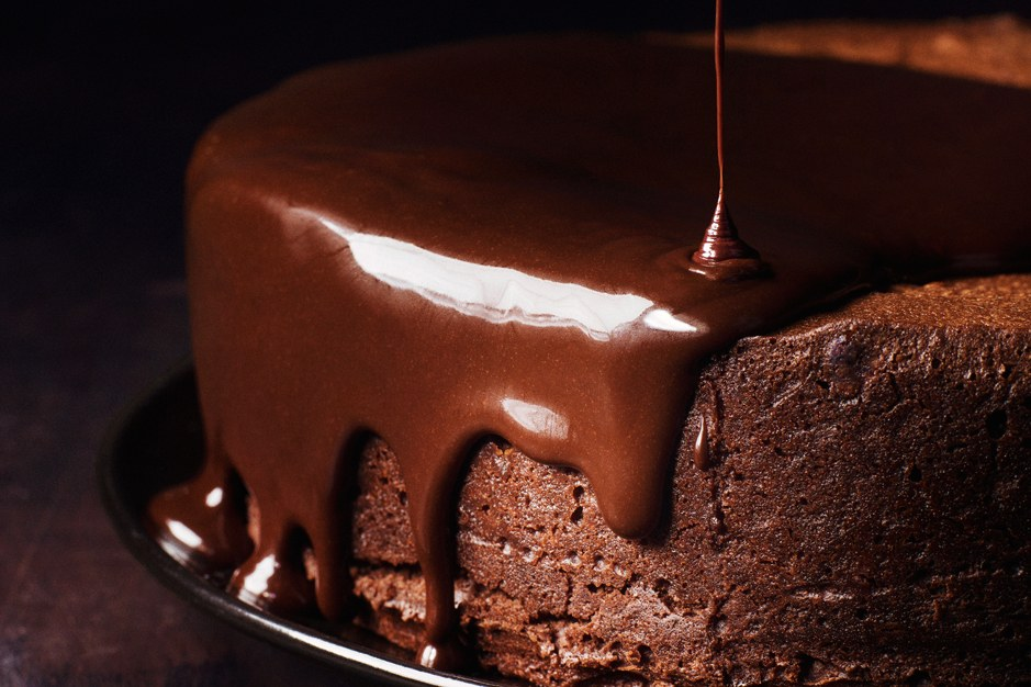 أحلك Chocolate Cake with Red Wine Glaze