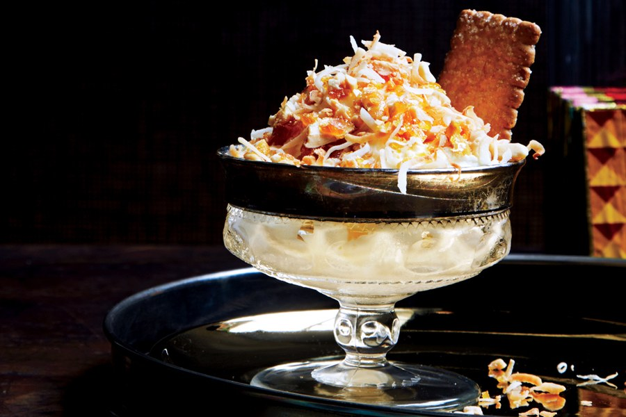 محمص Coconut Sundaes with Candied Peanuts
