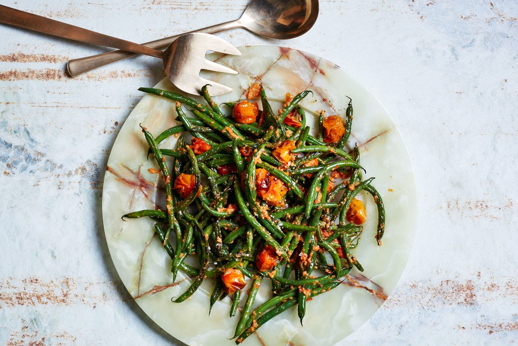 Blisteriai Green Beans with Tomato-Almond Pesto